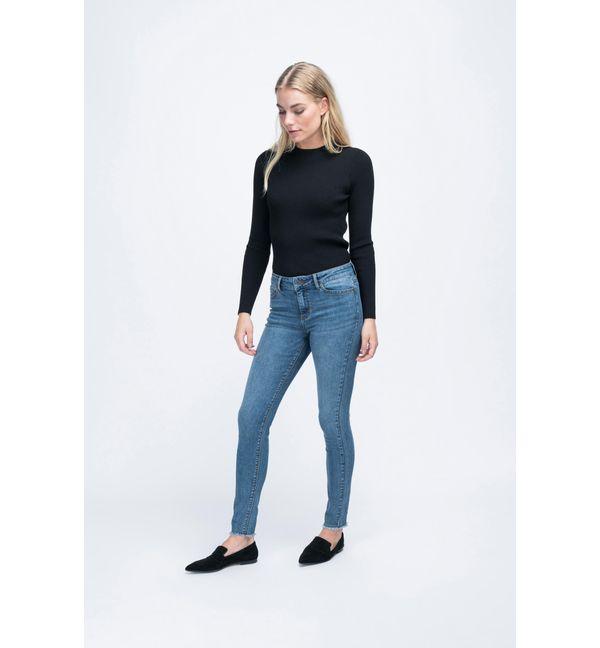 Frauen in engen jeans